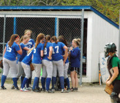 The Mariners huddle