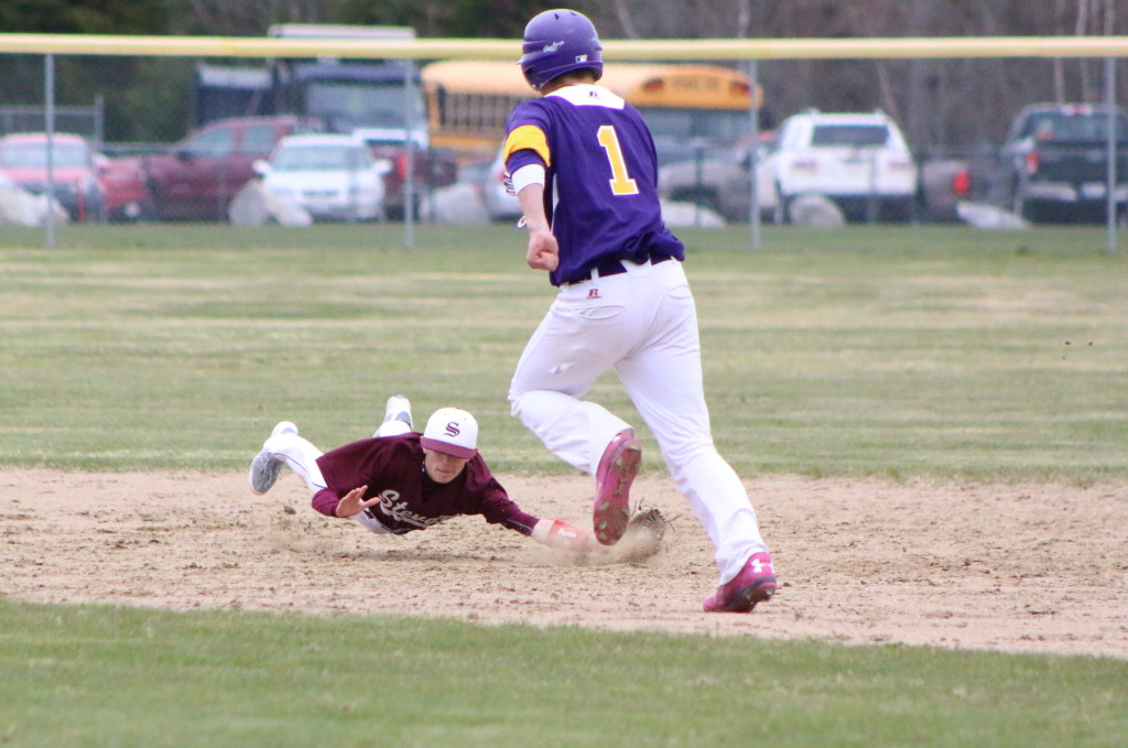 Second baseman Nick Norton makes the out in the third inning. Photo by Monique Labbe