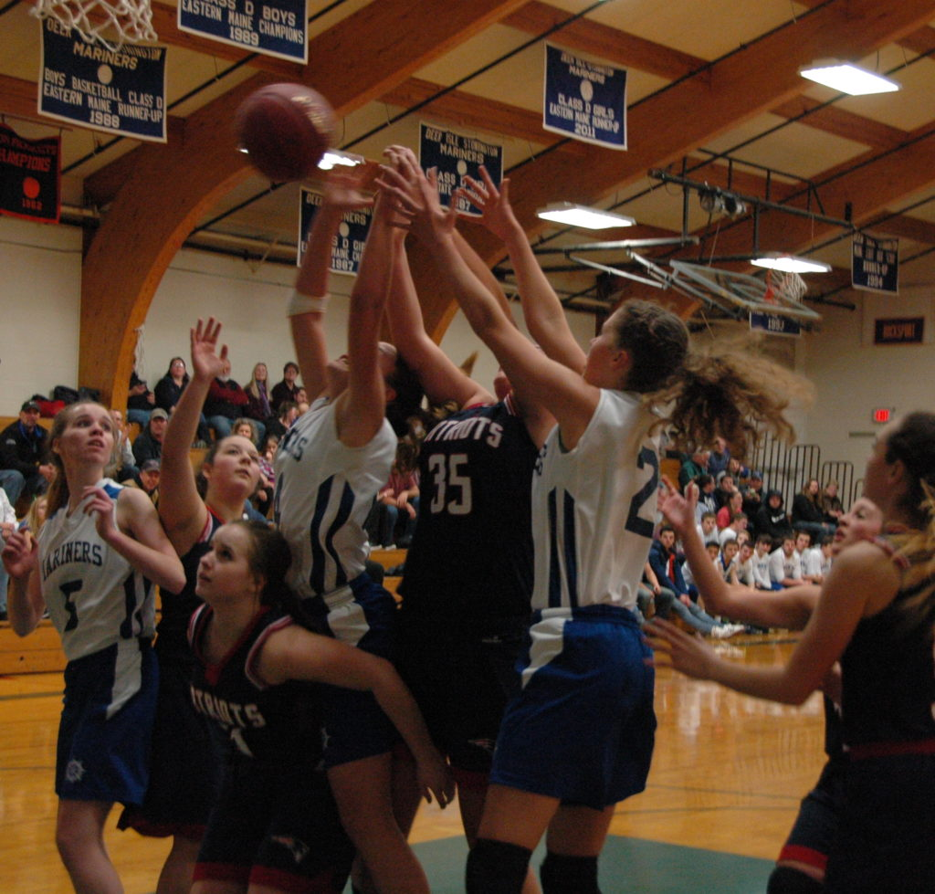 The Mariners rebound on their way to victory over Bangor Christian. Photo by Jack Scott